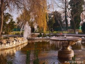 Дантели от лед в Цар Симеоновата градина в Пловдив СНИМКИ