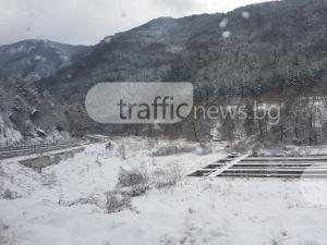 Пътят от Хвойна до Пампорово не е почистен! Паркингът на Автогарата на курорта - също СНИМКИ