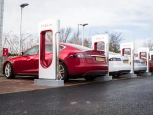 Илон Мъск иска електрическите коли на Tesla да се зареждат за 10 минути