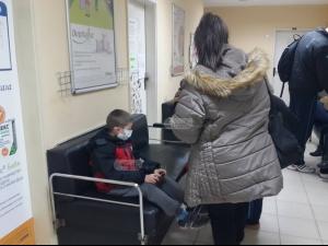 В третия ден на грипната епидемия: Поликлиниките в Пловдив са задръстени от пациенти ВИДЕО
