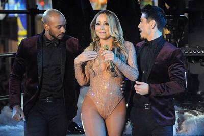 Марая Кери се провали на сцената на Нова година ВИДЕО