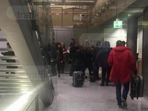 Пловдивчани стоят като заложници на летището в Кьолн, нямат представа кога ще отлетят СНИМКИ