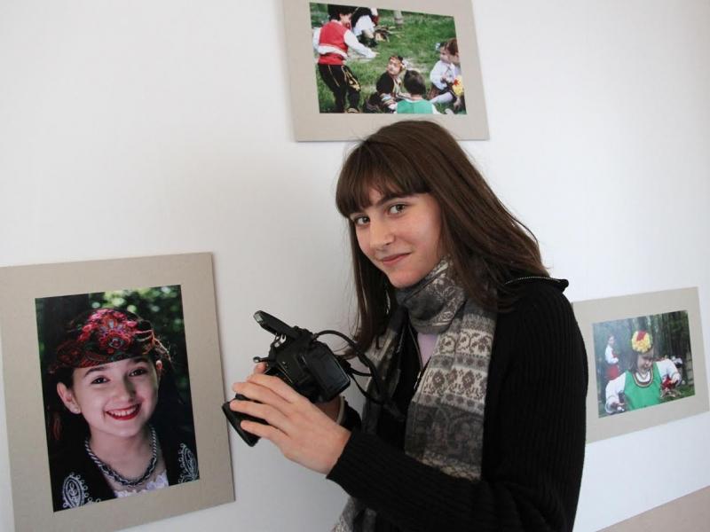 Стипендиантка на Nota Bene откри фотоизложба в Английската