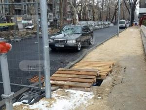 Недовършеният булевард Руски - безплатен паркинг за мерцедеси СНИМКИ