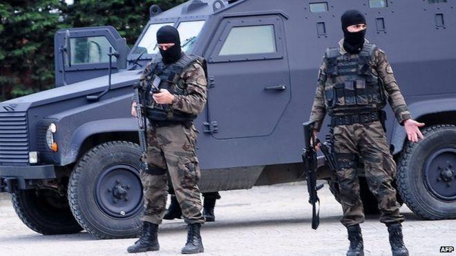 """Турски спецчасти блокираха пътищата към България заради стрелеца от клуб """"Реина"""""""