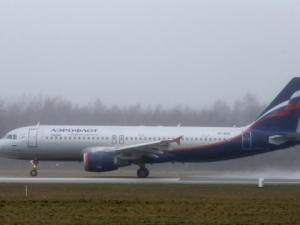 """Самолет на """"Аерофлот"""" излезе от пистата при кацане"""
