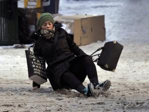 Как да ходим по леда, за да не паднем? ВИДЕО