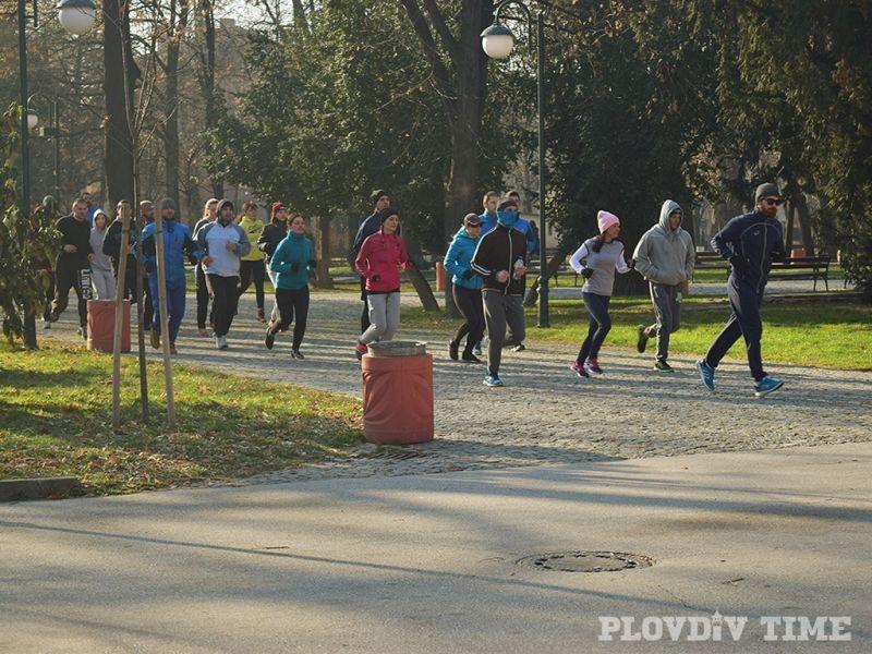 Армия от трениращи младежи в Цар Симеоновата градина СНИМКИ