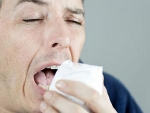 Как да кихаме, без да пръскаме вируси