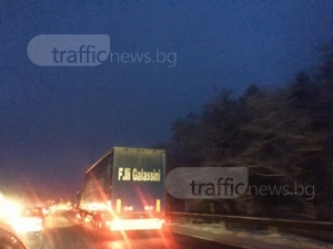 """Колони от автомобили се образуваха на АМ """"Тракия"""", към Пловдив се пътува с 30 км/ч СНИМКИ"""