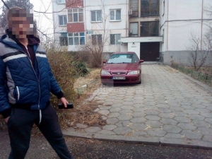Полицаи връщат пловдивчанка от работа да си мести колата - пречела на нарушител в Кючука СНИМКИ