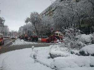 Снегорини задръстиха движението в центъра на Пловдив СНИМКИ
