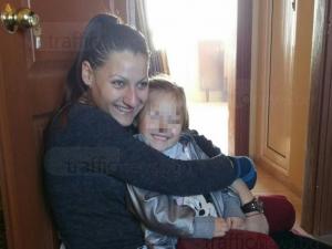 Полицай праща жена си да работи в Германия, развежда се тихомълком и  взема детето