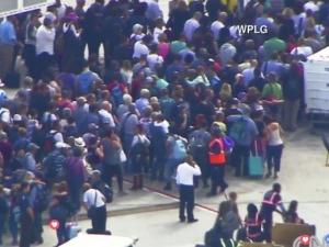 Въоръжен откри огън на летище във Флорида, има жертви ВИДЕО