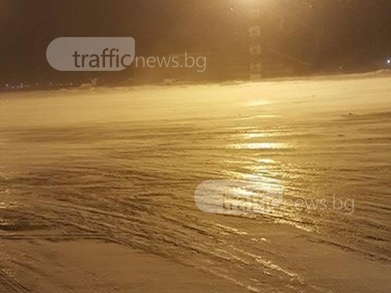 Самолетна писта се превърна в ледена пързалка ВИДЕО