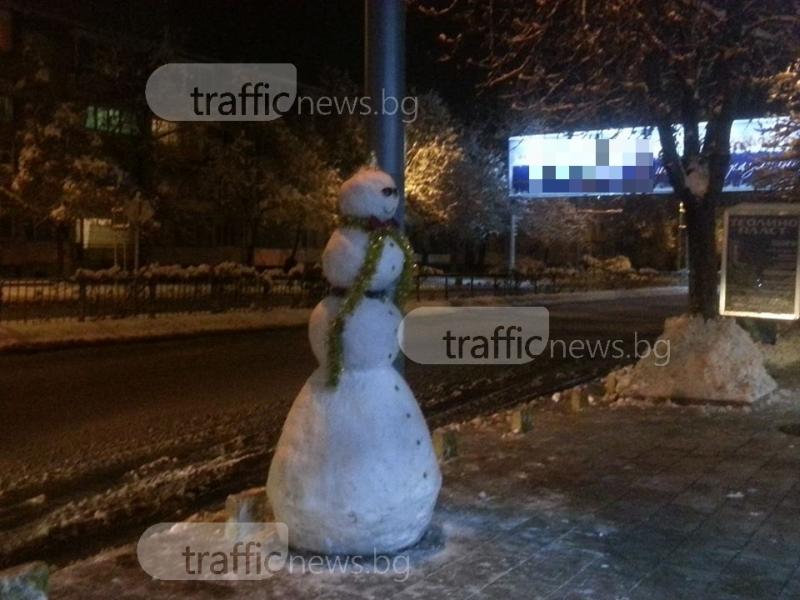 Пловдивчани творят: Снежни човеци се появиха из града СНИМКИ