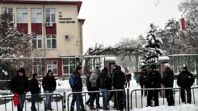 """Ученици и родители """"нападнаха"""" зам.-кмета на Пловдив във Фейсбук, искат ваканция"""