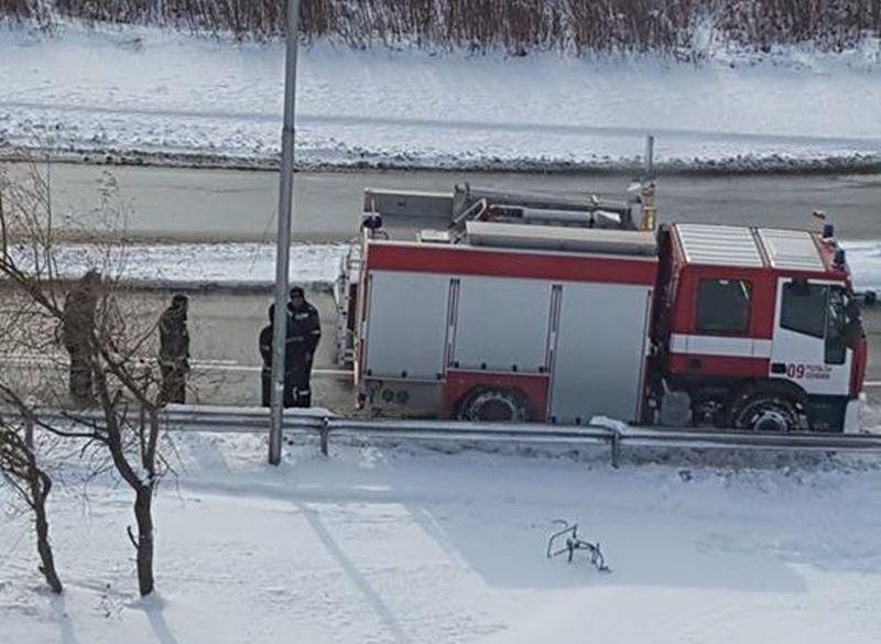 Истински герои! Пожарникари студуваха час навън, за да спасят възрастни хора СНИМКА