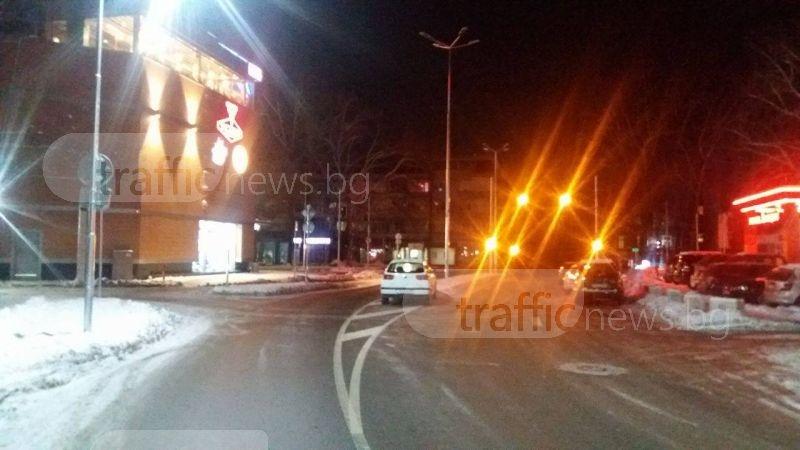 Шопинг маниак спря в средата на улица пред мола СНИМКИ
