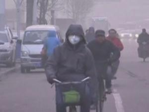 Смог блокира Китай, затварят магистрали