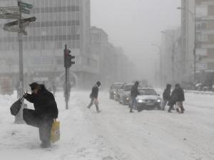 Червен код за опасно време обявиха в цяла Сърбия