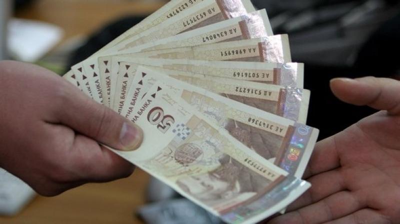 Хиляди българи изкараха празниците с бързи кредити с лихва до 400 %