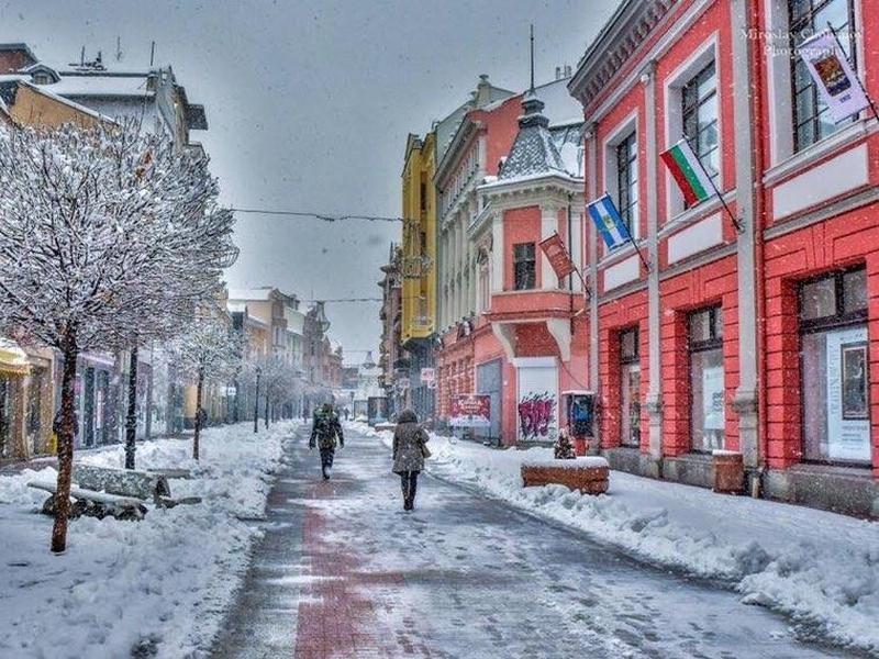 Обилният снеговалеж в Пловдив започна, ще натрупа до 15 сантиметра