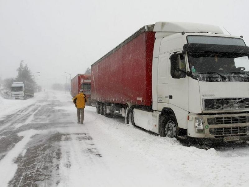 Заради пътната блокада: Пловдивски превозвачи заплашват да не плащат винетки