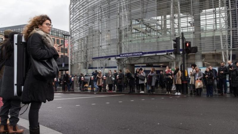 Милиони души в Лондон тръгнаха пеш заради стачка