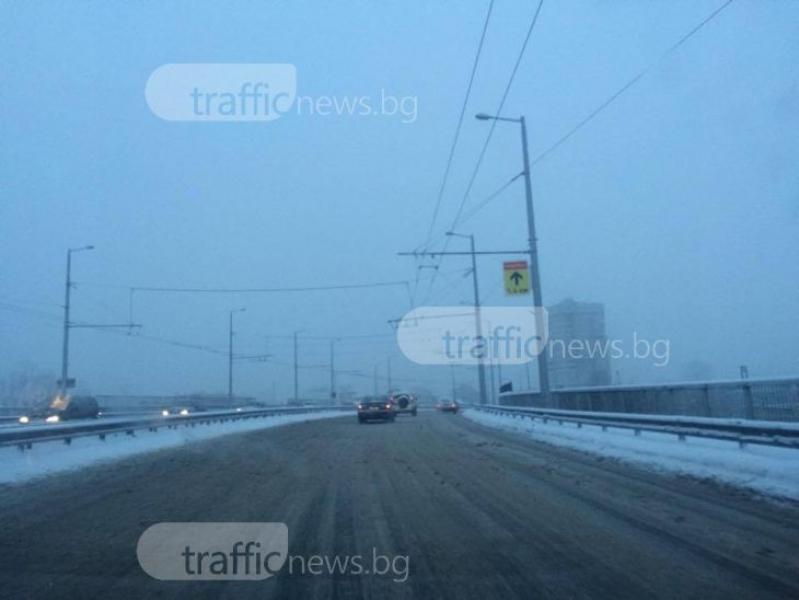 Нова снежна покривка в Пловдив, много шофьори останаха без автомобили СНИМКИ