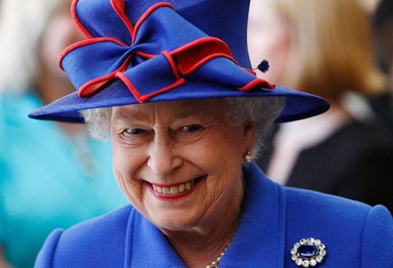 Този път официалният сайт на кралското семейство обяви: Елизабет II е мъртва. После изтри съобщението СНИМКА
