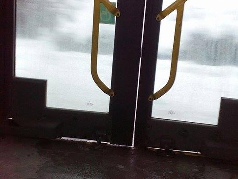 Шофьор на автобус в Пловдив подминава спирки, крещи на пътниците
