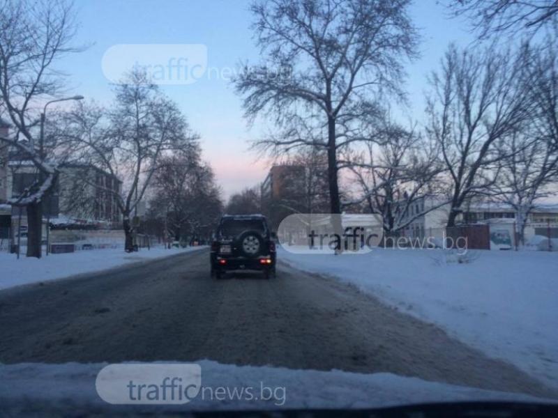 Затруднено движение в Пловдив и днес, чака ни нова порция сняг СНИМКИ