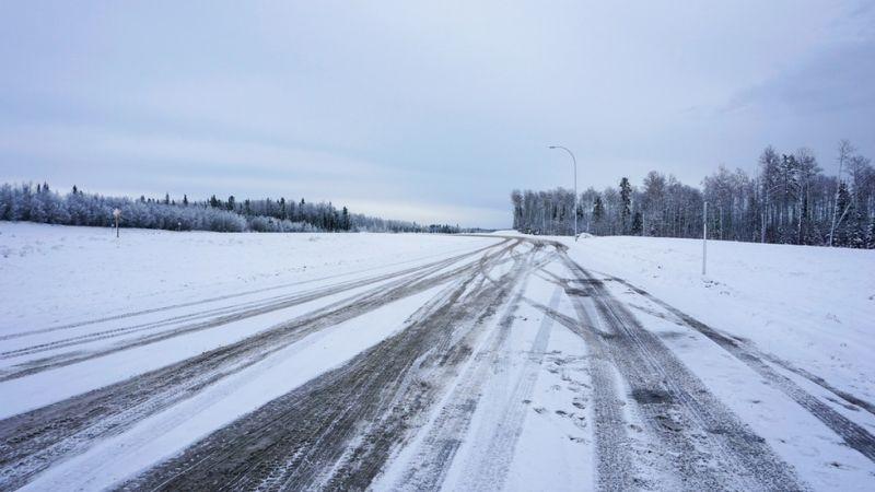 Украйна затваря границата си с Молдова заради снега
