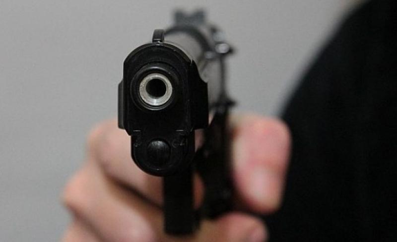 Млад полицай стреля в заведение, арестуваха го