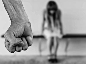 Отвлякоха три момичета, заключиха ги в хотел и ги принудиха да проституират