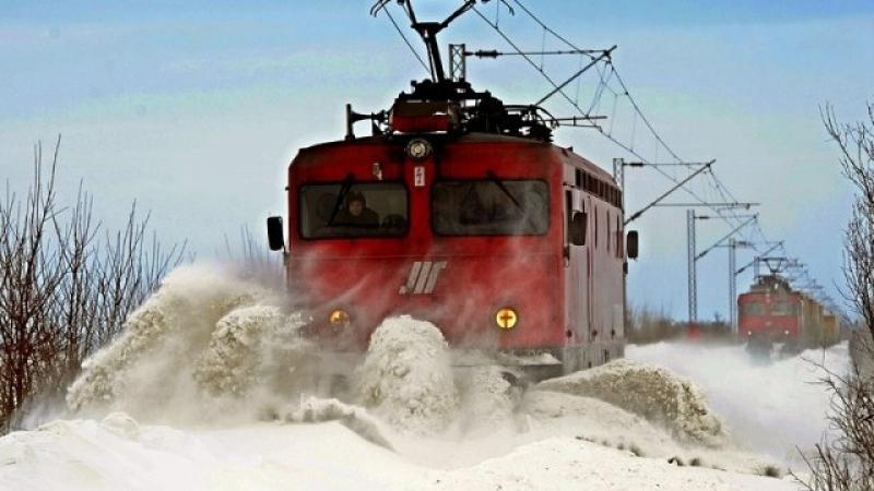 22 души пострадаха при сблъсък между два влака
