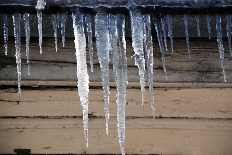 Внимавайте! Ледени висулки дебнат пловдивчани