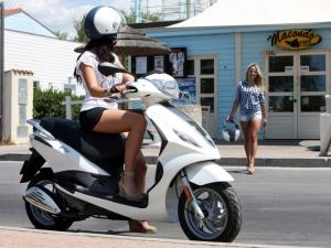 Водачите на мотори, мотопеди и къмпинг коли ще плащат застраховка за по-малко от година
