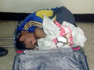 Жена набута любовника си в куфар, за да го измъкне от затвора
