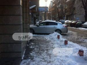 Шофьорка реши да си смени прическата и паркира така в Пловдив СНИМКИ
