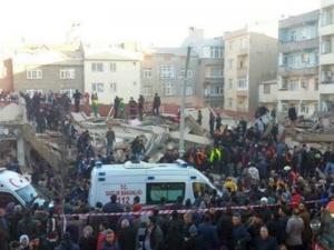 Сграда се срути в Истанбул, един загина, а петима са ранени