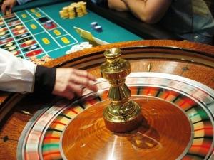 Обирджиите на казино в Кричим опрели пистолети в главите на крупиетата