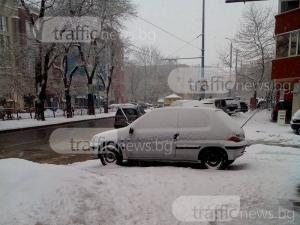 Безсрамно паркиране на метри от Областната управа СНИМКИ