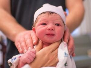 Да поработиш, докато... раждаш! Фотографка сама засне появяването на бебето й СНИМКИ