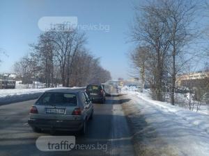Аваририрал тир блокира движението на Пазарджишко шосе СНИМКА