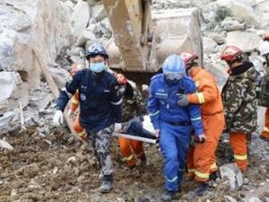 Свлачище затрупа хотел, 12 души са загинали