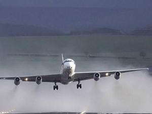 Самолет кацна аварийно на международното летище в Ларнака