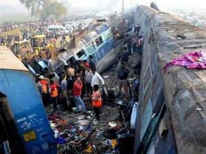 Влак дерайлира, 39 души загинаха