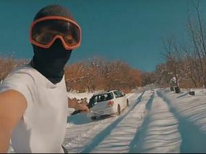 Добрата страна на лошото време: Със сноуборд, камера и приятели в снега ВИДЕО